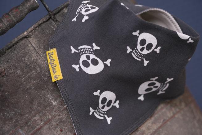 grey skulls bandana bib