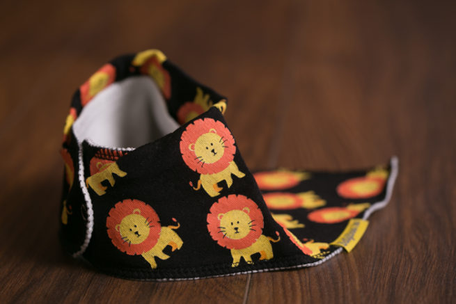 Black Larry lion bandana bib