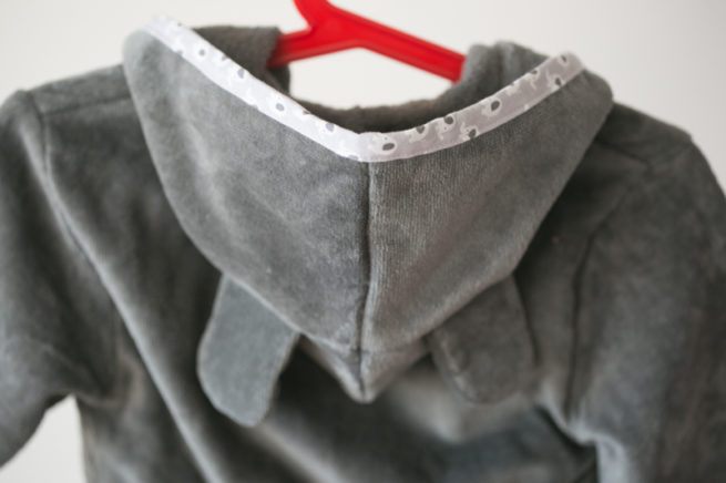 Grey ellie organic cotton robe - hood detail