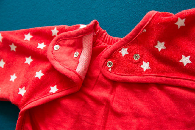 Red stars yummyboo feeding bib