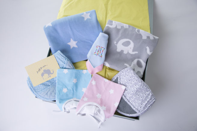Luxury twins gift box with blankets